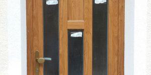 Rodinný dům plastové dveře.